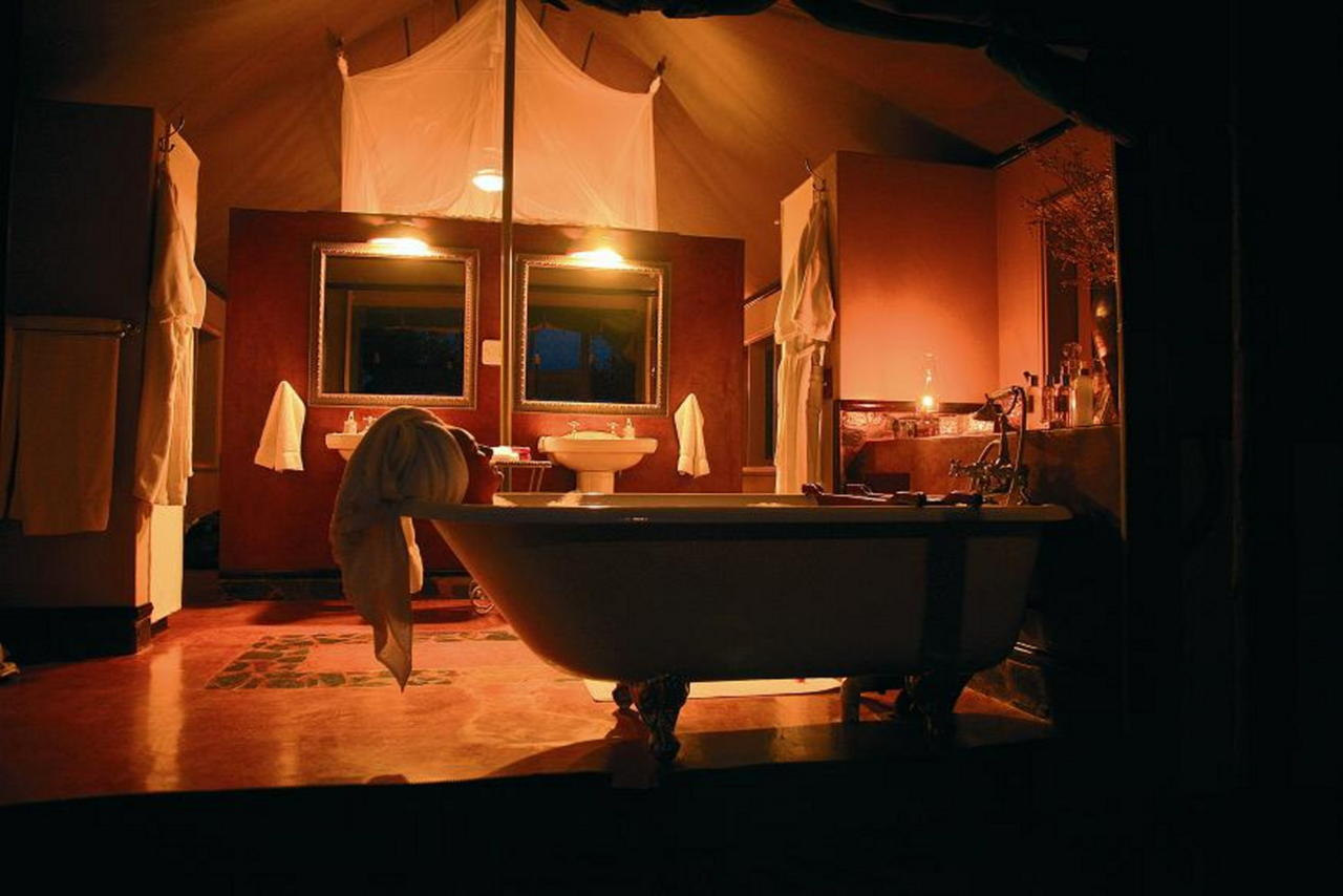 SL bathroom2.jpg