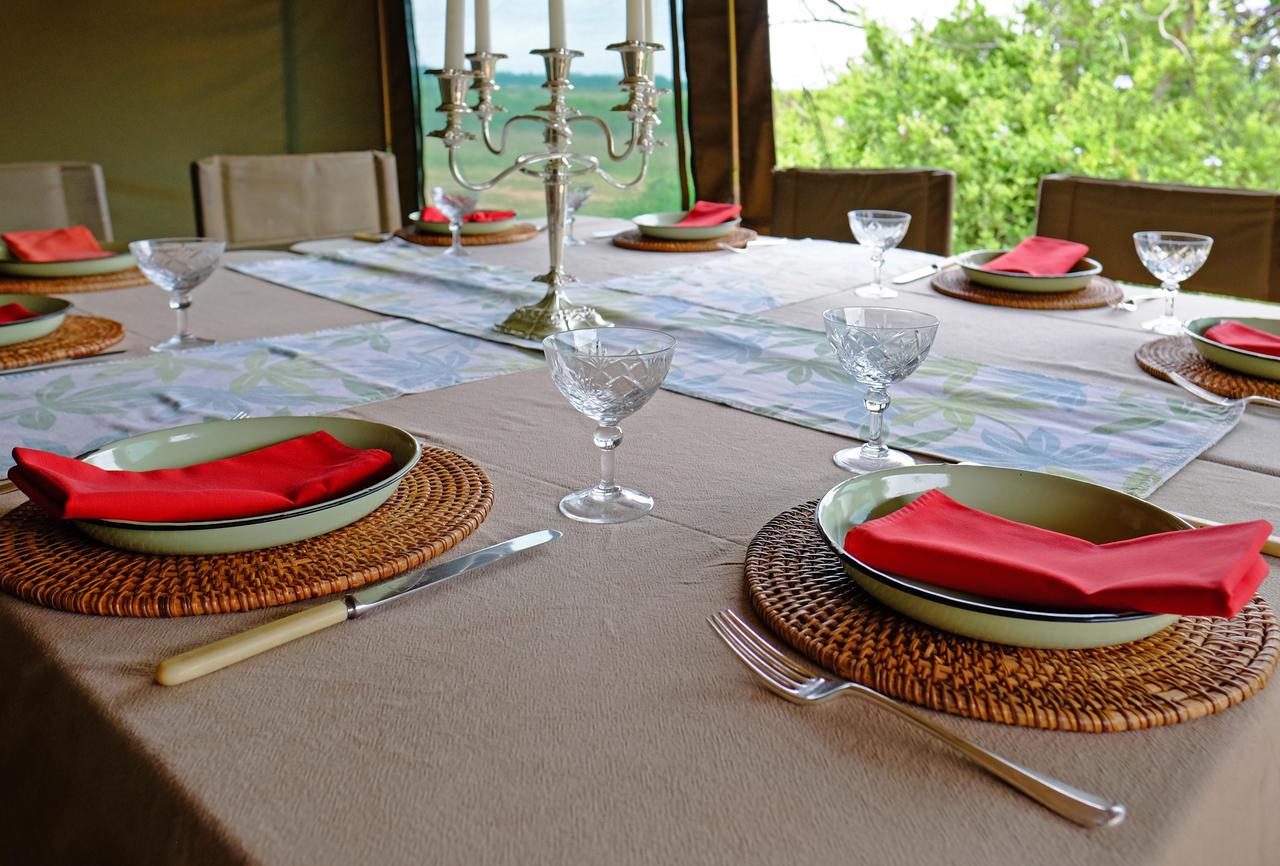 shamwari_explorer_dining_table_2015.jpg
