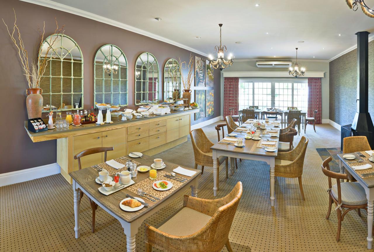 riverdene_family_lodge_breakfast_dining_2016_new1.jpg