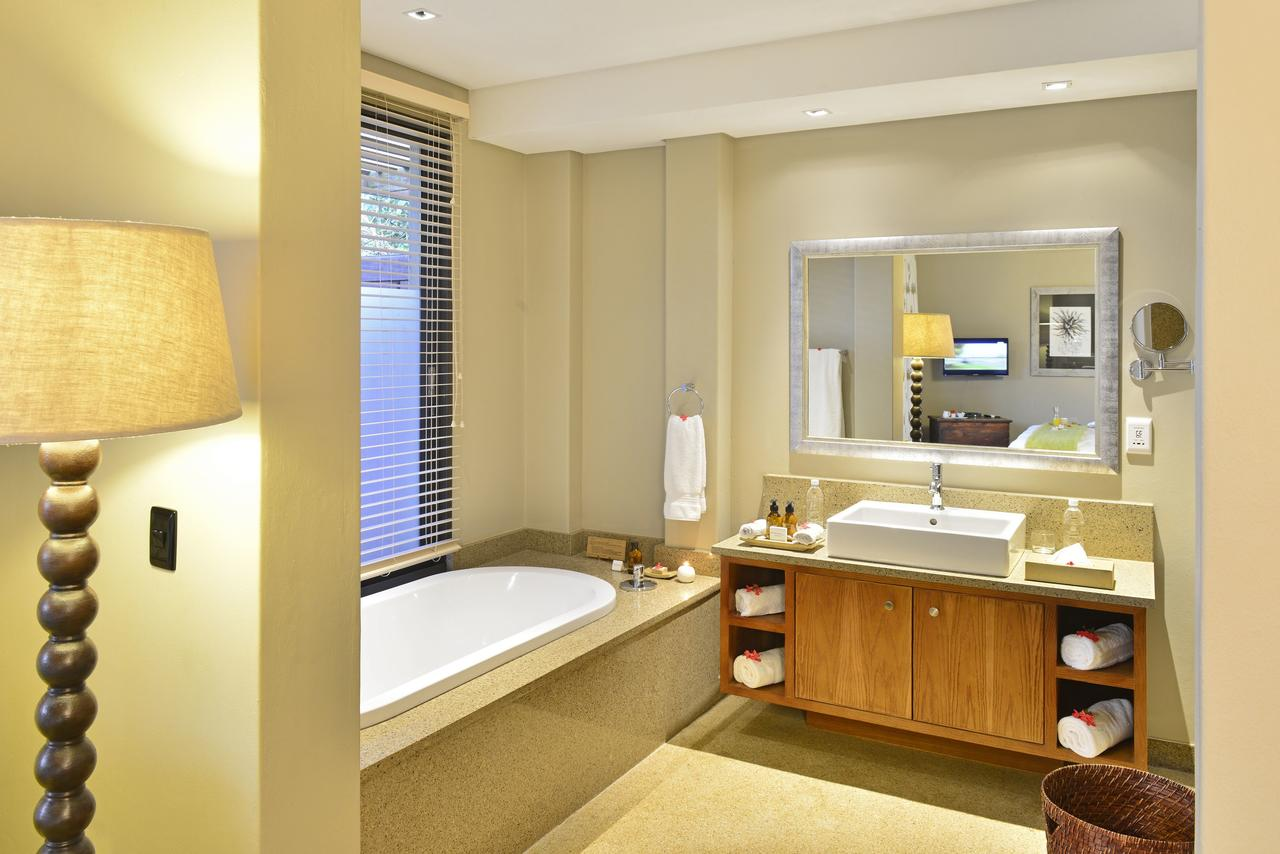 sarili_courtyard_bathroom_2014_resize.jpg
