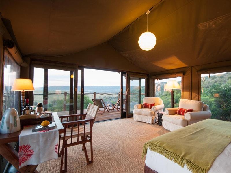 Eastern_Cape_Safari_greater_Addo_accommodation_Amakhala_Game_reserve_HillsNek_Safari_Camp_Interior_Room-min.jpg