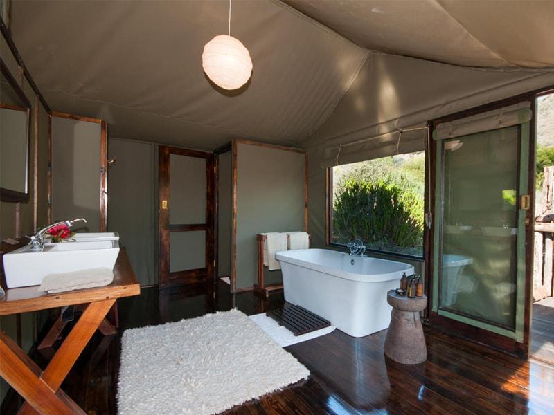 HillsNek_Safaris_Amakhala_Game_Reserve_Bathroom-min.jpg