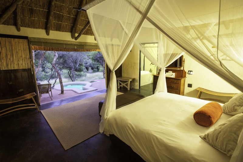 Safari_Lodge_Amakhala_Game_Reserve_Bedroom.jpg