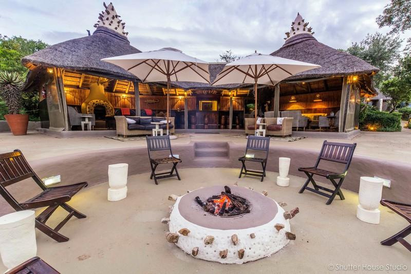 Safari_Lodge_Amakhala_Game_Reserve_Lounge_Fire.jpg