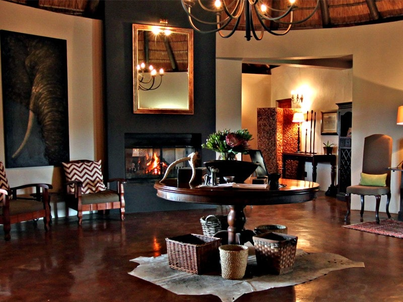 Addo_Eastern_cape_safari_accommodation_hlosi_game_lodge_guest_entrance-min.jpg