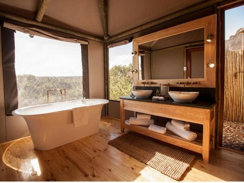 Hlosi_Luxury_Safari_Tent_Bathroom-min.jpg