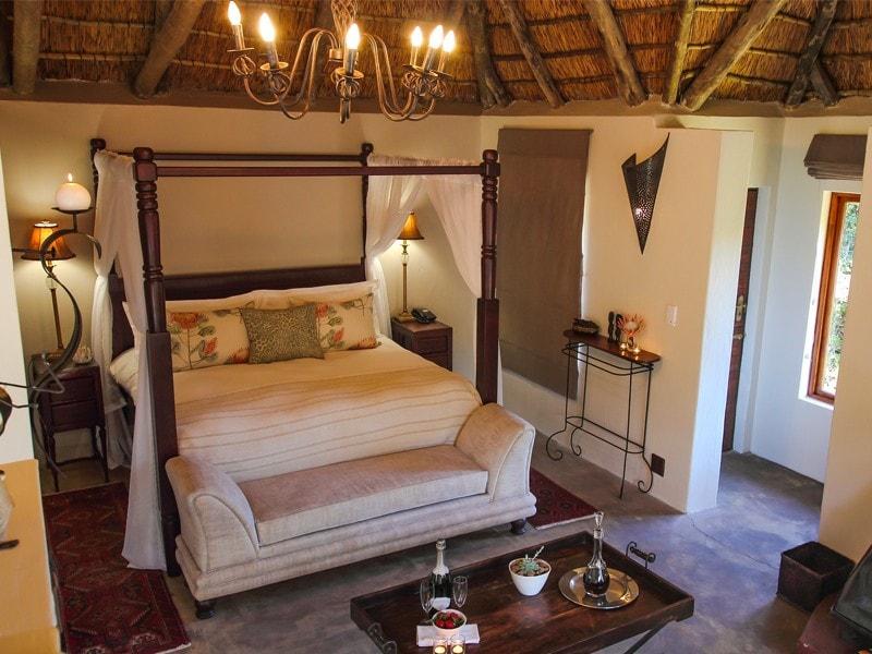 Eastern_Cape_Safari_greater_Addo_Amakhala_Bukela_Room_Ljpeg-min.jpg