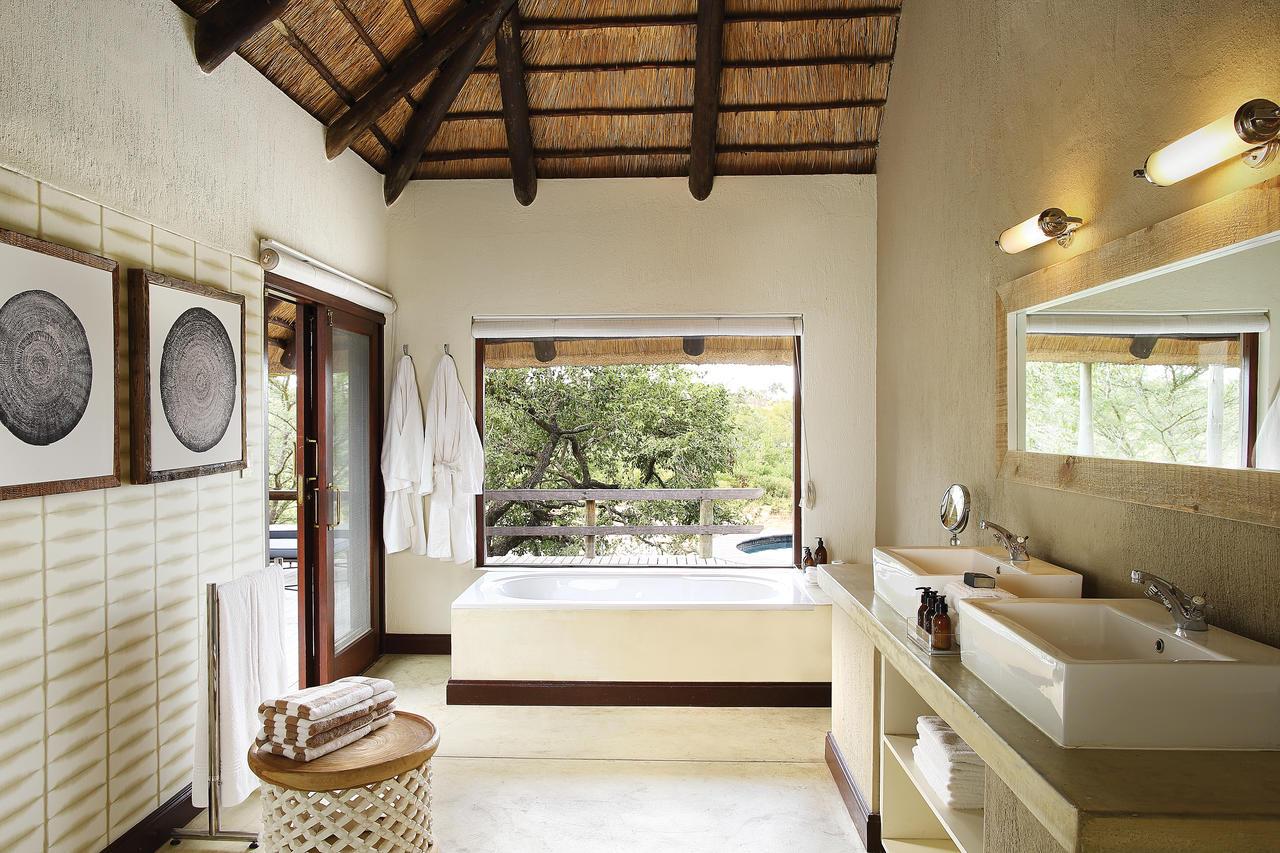 londo_founders_bathroom1.jpg