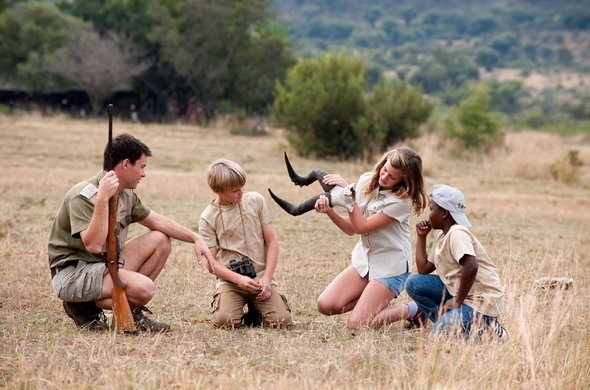 bakubung-bush-lodge-kids-on-bush-walk-590x390.jpg