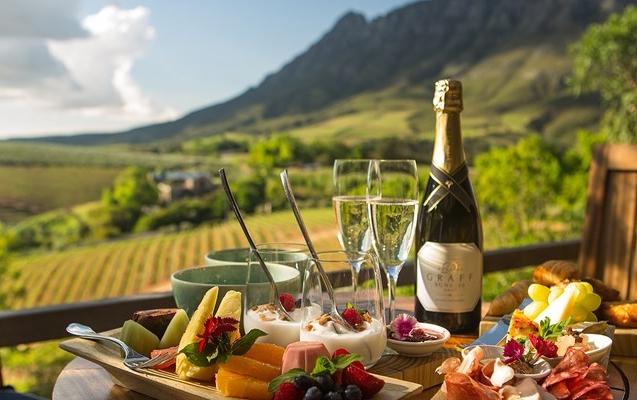 Financial-boost-for-Stellenbosch-Tourism-800x400.jpg