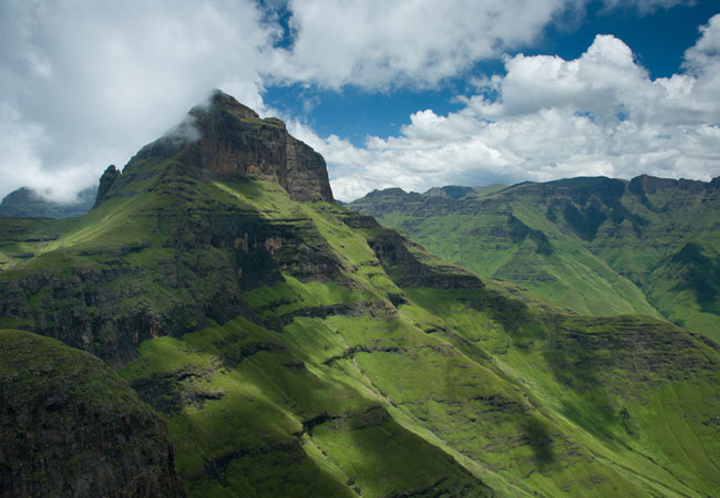 Agence_de_voyages_basée_en_Afrique_Tours_et_voyage_à_Cape_Town_et_les_vignobles_Voyage_de_noces avec_CapOuPasCap_Voyage_drakensberg2.jpg