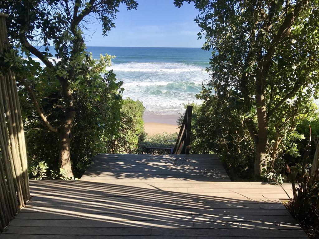 Agence_de_voyages_basée_en_Afrique_Tours_et_voyage_à_Cape_Town_et_les_vignobles_Voyage_de_noces avec_CapOuPasCap_Voyage_la_route_des_jardins_wilderness_dune beach house13.jpg