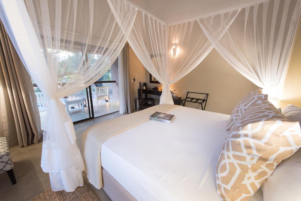 Travel_agency_based_in_South_Africa_Safaris_Sejour Activités_Kruger park_Panoramic route_Nelspruit_hoedspruit_bush_baby_river_lodge2.jpg