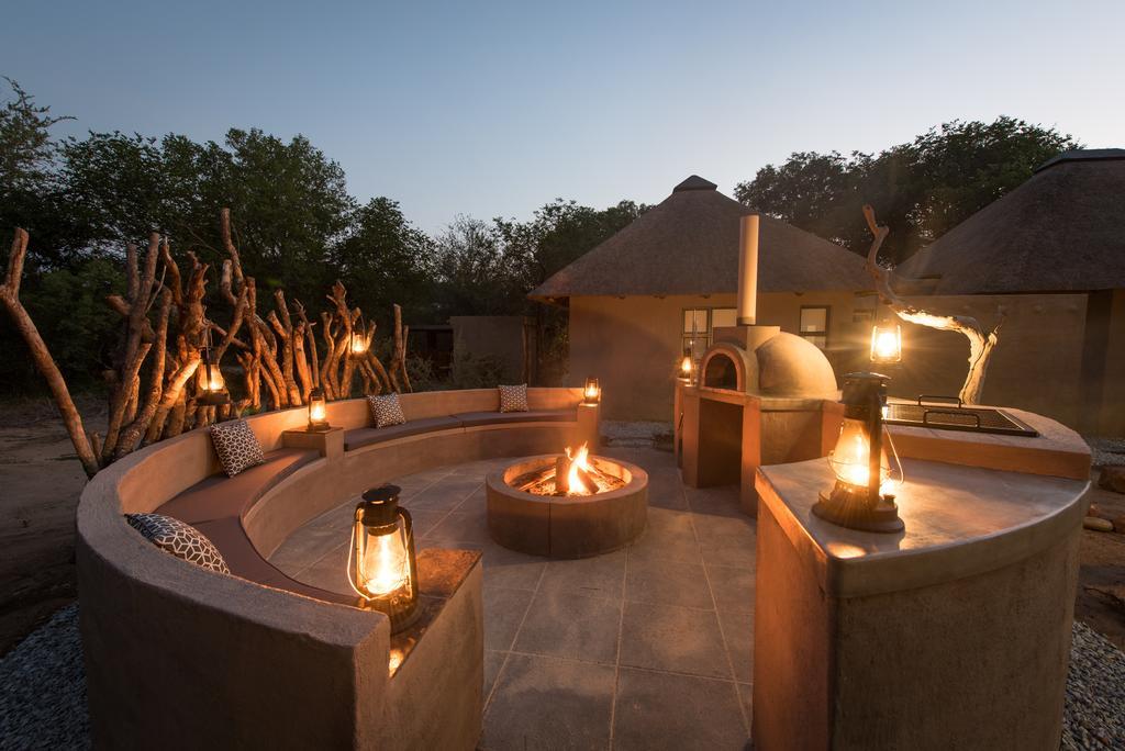 Travel_agency_based_in_South_Africa_Safaris_Sejour Activités_Kruger park_Panoramic route_Nelspruit_hoedspruit_bush_baby_river_lodge6.jpg