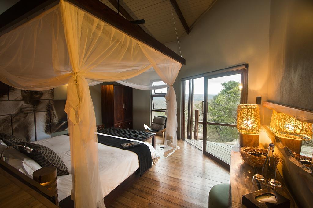 Agence de voyages basée en Afrique. Circuits et Safaris en Afrique. Loges pour les familles et les couples. Hluhluwe_Rhino_Ridge2.jpg