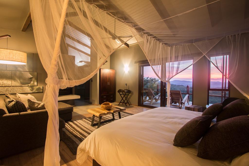 Agence de voyages basée en Afrique. Circuits et Safaris en Afrique. Loges pour les familles et les couples. Hluhluwe_Rhino_Ridge5.jpg
