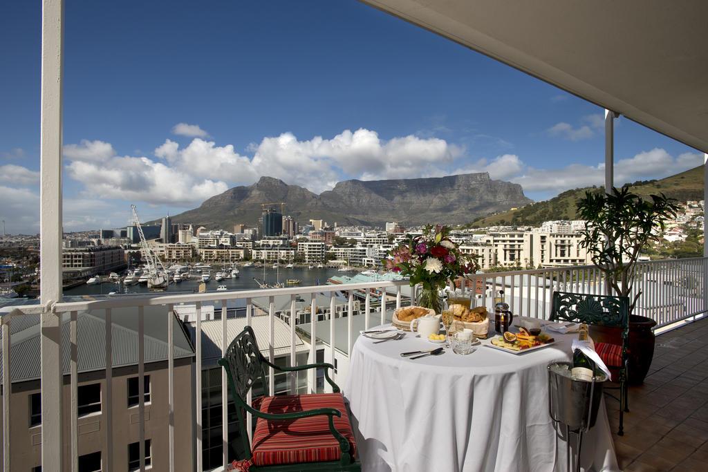 Agence_de_voyages_basée_en_Afrique_Tours_et_voyage_à_Cape_Town_et_les_vignobles_Voyage_de_noces avec_CapOuPasCap_Voyage_Corner house_Cape Town_Le cap_The commodore Hotel2.jpg