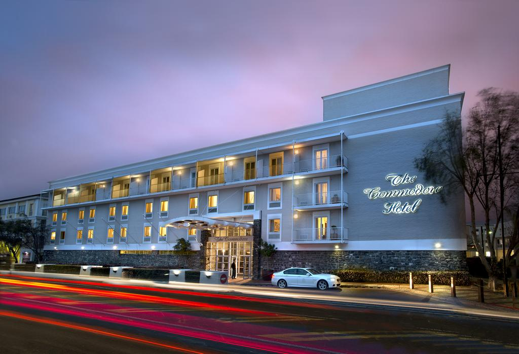 Agence_de_voyages_basée_en_Afrique_Tours_et_voyage_à_Cape_Town_et_les_vignobles_Voyage_de_noces avec_CapOuPasCap_Voyage_Corner house_Cape Town_Le cap_The commodore Hotel1.jpg