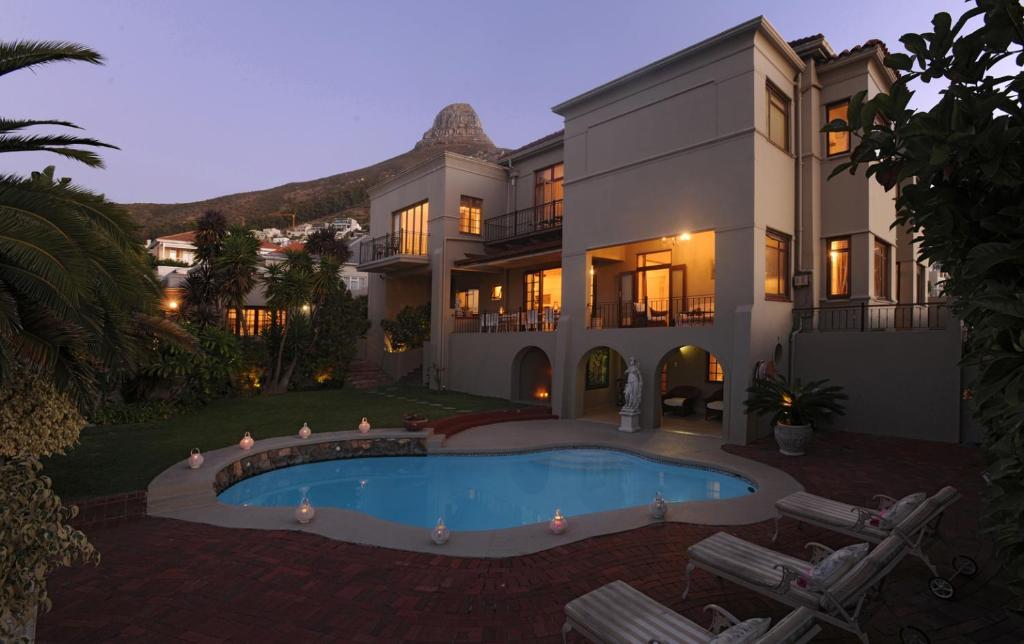 Agence de voyages locale basée en Afrique. Nous facilitons les visites et les safaris en Afrique australe. Le Cap - Clarendon Fresnaye1.jpg