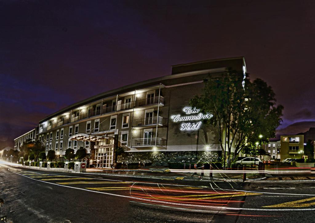 Agence_de_voyages_basée_en_Afrique_Tours_et_voyage_à_Cape_Town_et_les_vignobles_Voyage_de_noces avec_CapOuPasCap_Voyage_Corner house_Cape Town_Le cap_The commodore Hotel4.jpg