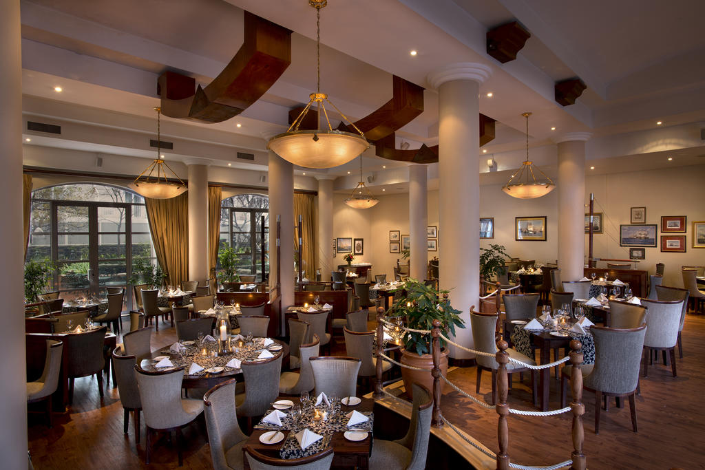 Agence_de_voyages_basée_en_Afrique_Tours_et_voyage_à_Cape_Town_et_les_vignobles_Voyage_de_noces avec_CapOuPasCap_Voyage_Corner house_Cape Town_Le cap_The commodore Hotel3.jpg