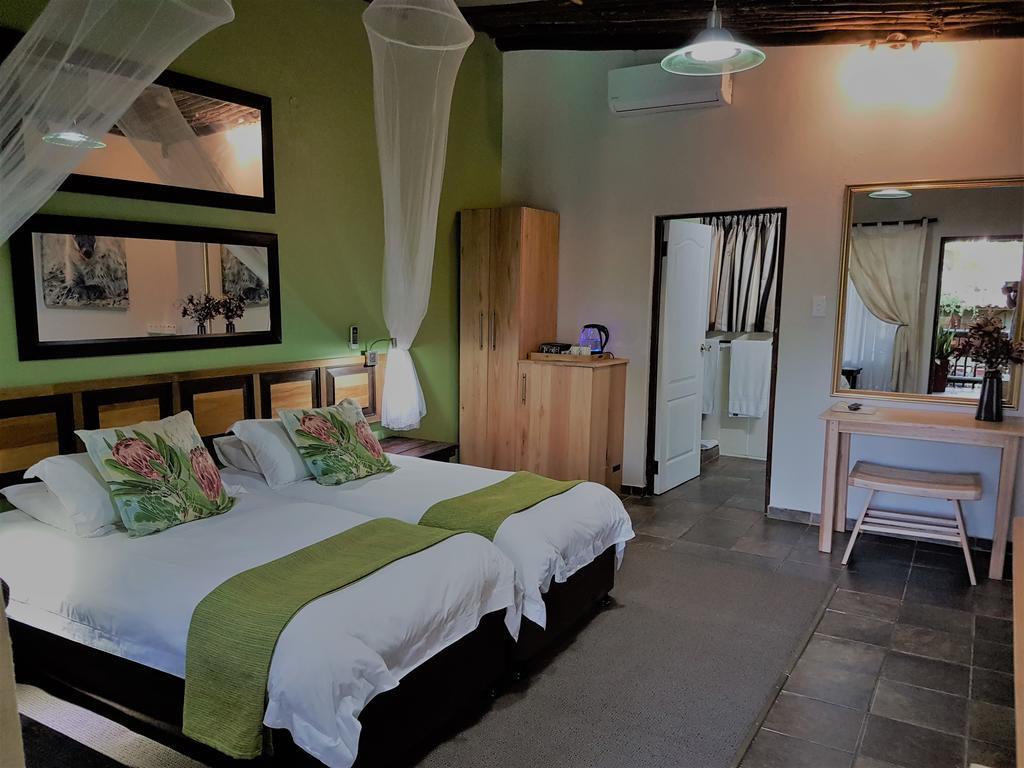 Agence de voyages basée en Afrique. Circuits et Safaris en Afrique. Loges pour les familles et les couples. St Lucia_umliloLodge6.jpg