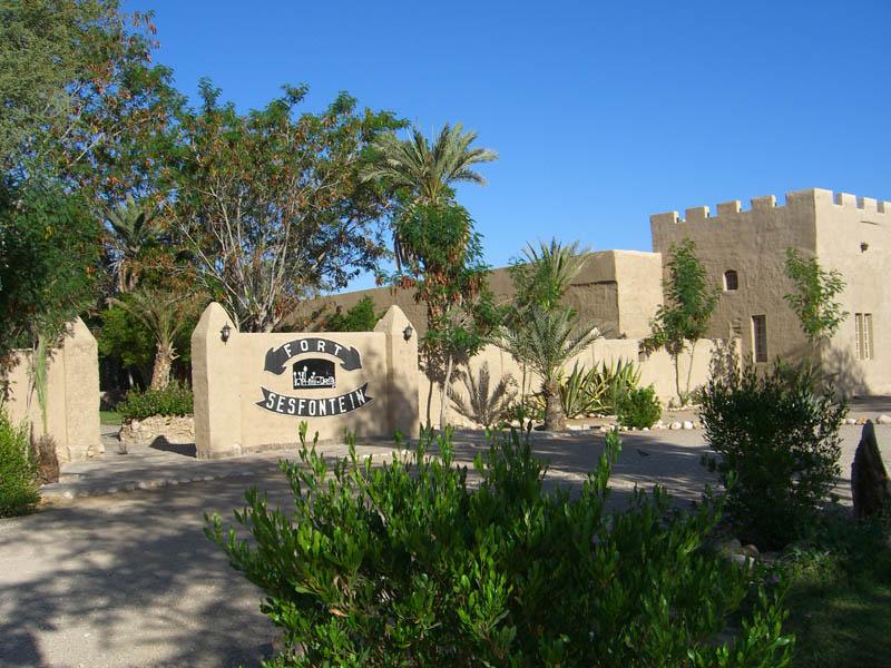 fort-sesfontein-aussen1.jpg