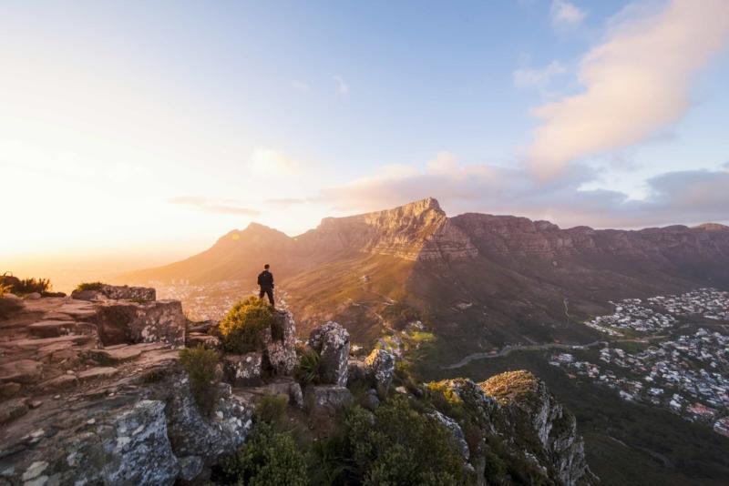 Le Cap - Le Cap propose des options illimitées pour tous les types de voyageurs, à savoir les familles, les couples et les voyageurs individuels. Ces circuits sont une idée de ce qui est possible. Découvrez la ville mère de l'Afrique du Sud.
