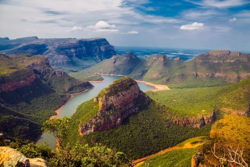 La Route Panoramique - Paradis naturel réputé for magnifiques paysages montagneux, ses canyons et la diversité de sa faune, cette route vous offre plusieurs destinations à explorer pendant votre séjour. Ce séjour comprend un grand safari de 5 au parc Kruger. Ce circuit peut également être complètement modifié à vos besoins8 jours / 7 nuits