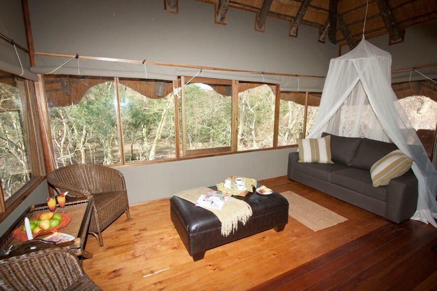 Agence de voyages basée en Afrique. Circuits et Safaris en Afrique. Loges pour les familles et les couples. Hluhluwe_Tree Lodge3.jpg
