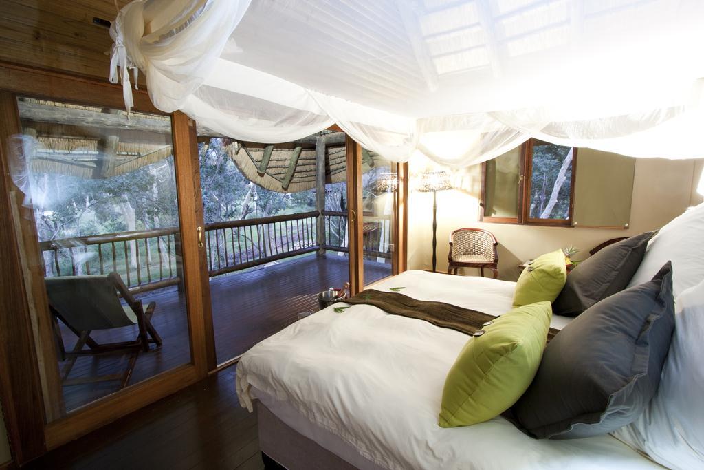 Agence de voyages basée en Afrique. Circuits et Safaris en Afrique. Loges pour les familles et les couples. Hluhluwe_Tree Lodge6.jpg