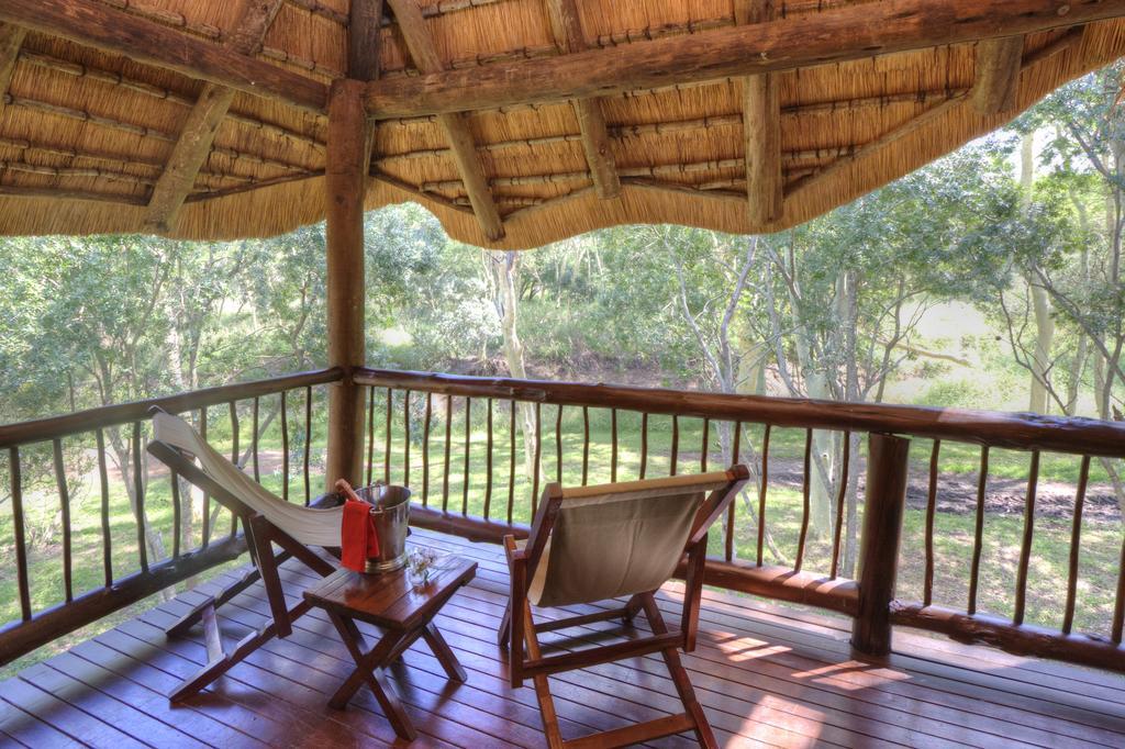 Agence de voyages basée en Afrique. Circuits et Safaris en Afrique. Loges pour les familles et les couples. Hluhluwe_Tree Lodge7.jpg