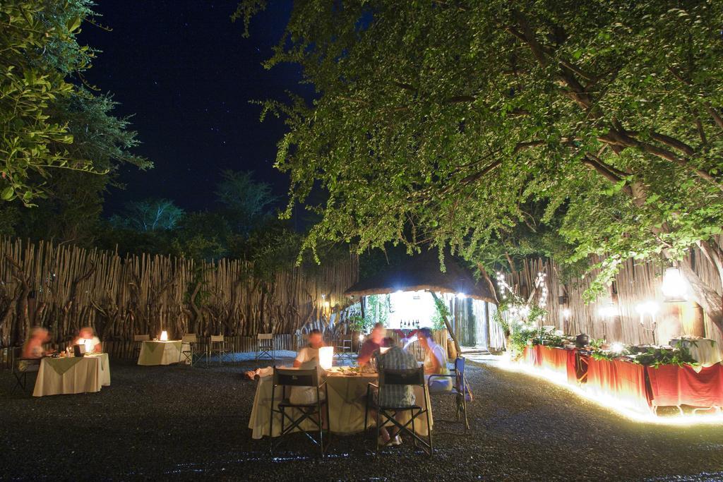 Agence de voyages basée en Afrique. Circuits et Safaris en Afrique. Loges pour les familles et les couples. Hluhluwe_Tree Lodge8.jpg
