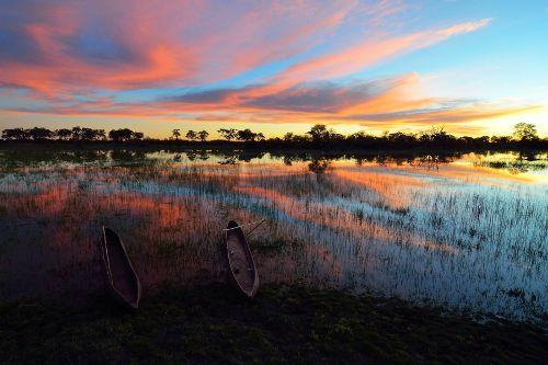 Botswana - Le Botswana est vraiment un pays unique avec un paysage et une beauté pas comme les autres; des déserts au delta, de la brousse aux prairies, des savanes aux marais salants, le Botswana est une véritable joie à explorer et offre une gamme d'aventure.