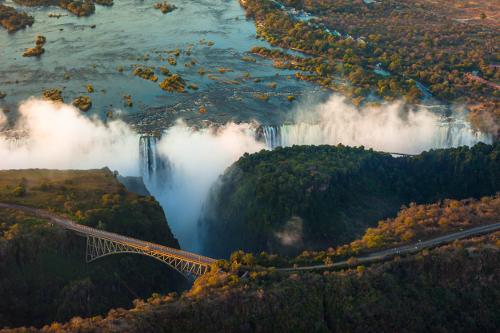 Zimbabwe - Un circuit au Zimbabwe est une excellente façon d'explorer les nombreux délices de ce pays enclavé d'Afrique australe. Notre sélection de circuits et de safaris au Zimbabwe sont des itinéraires aériens.