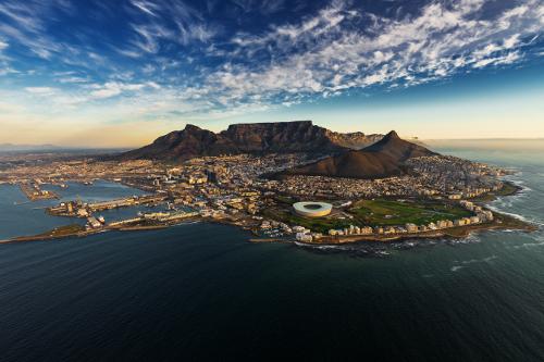 Cape Town & Victoria Falls - Il met en valeur les sites les plus incroyables d'Afrique australe. Commencez votre visite à la spectaculaire montagne de la Table au Cap et continuez jusqu'aux majestueuses chutes Victoria.8 jours / 7 nuits