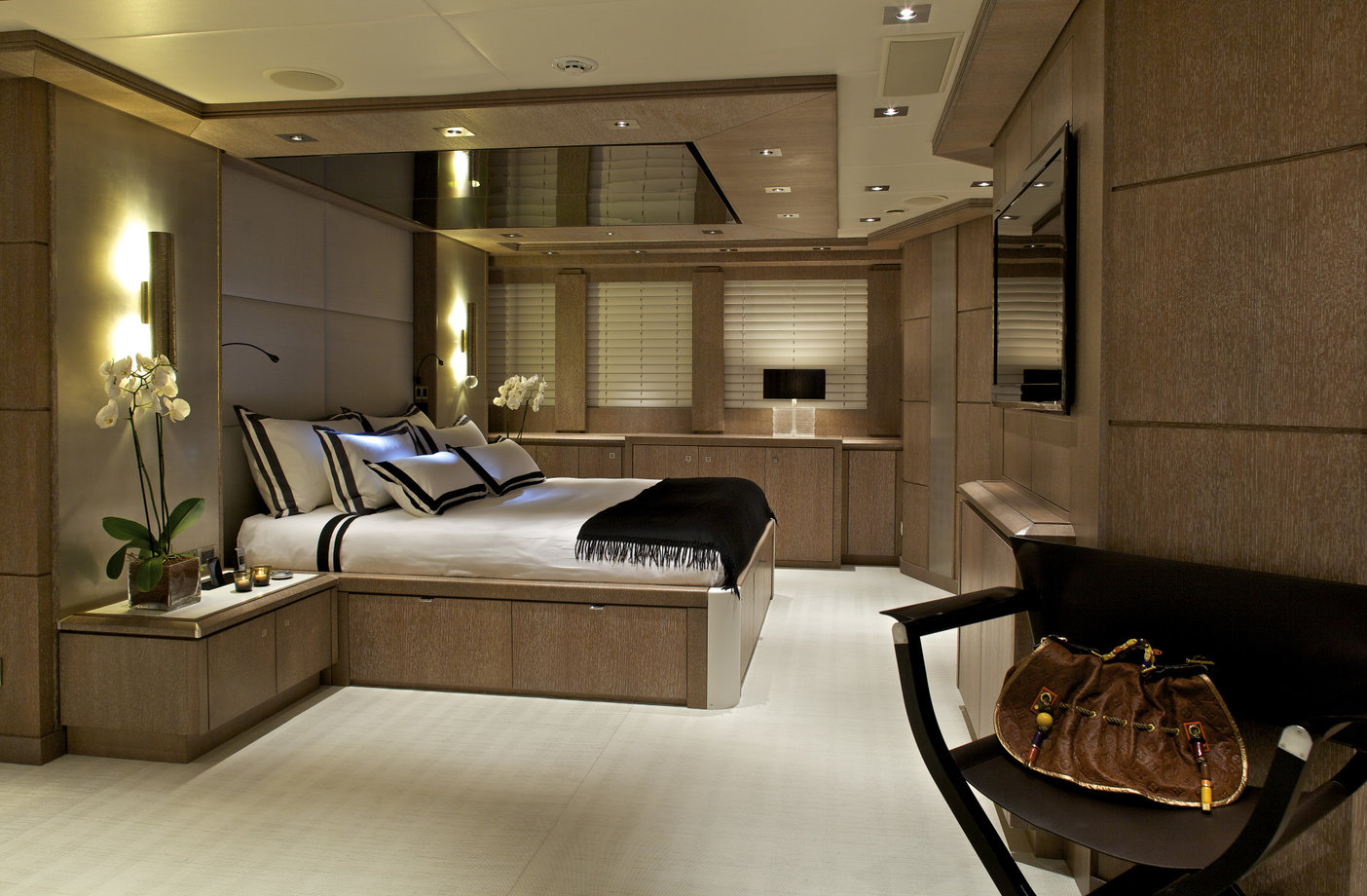Copy of master cabin sport yacht 135