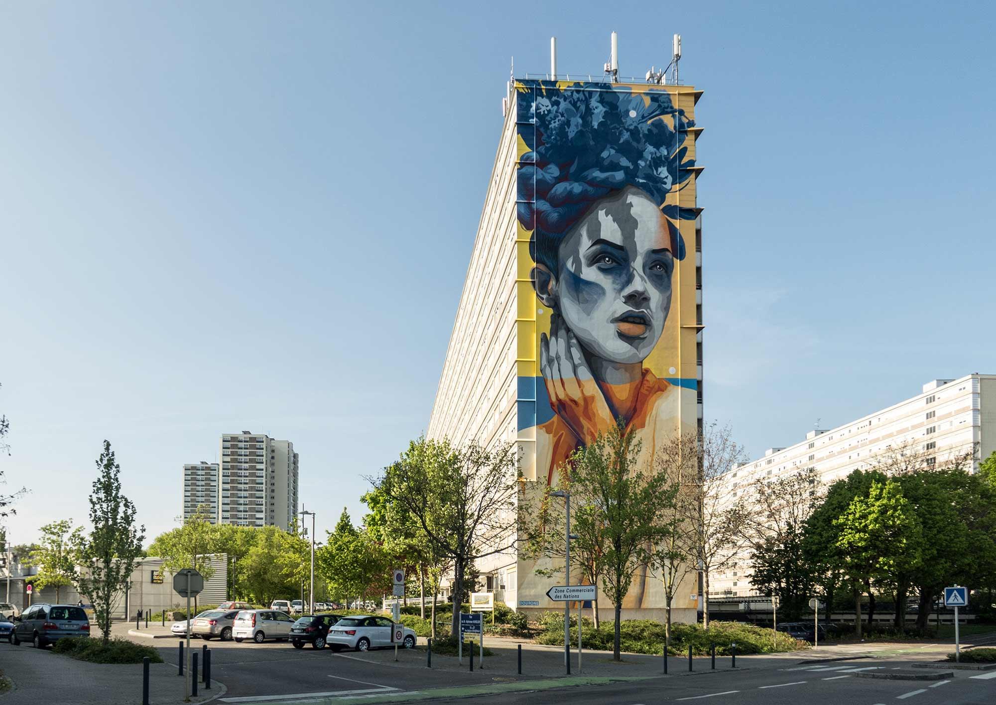 DOURONE on yksi Seinähullu Vantaan kesän 2017 kutsuvieraista ja maalaa suuren muraaliteoksen Myyrmäkeen.