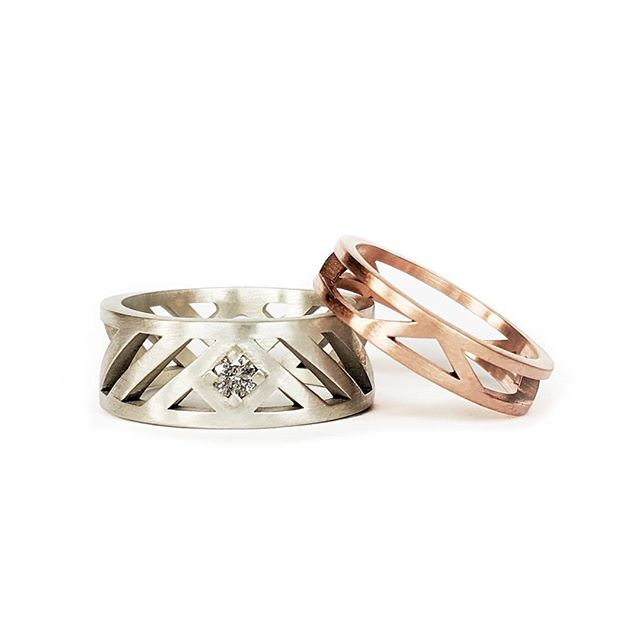 Clean lines and symmetry; these bespoke wedding bands have been crafted in white and rose gold with the groom's band featuring a beautiful salt and pepper diamond 💎✨ - - - #bespokedesign #bespokejewelry #bespokering #unique #oneofakind #saltandpepperdiamonds #diamonds #goldsmith #commission #jewellerydesigner #jewelrydesigner #design #bristol #showmeyourrings #ido  #mensjewelry #weddingrings #mensfashion #mensrings #mensjewellery #rosegold #whitegold