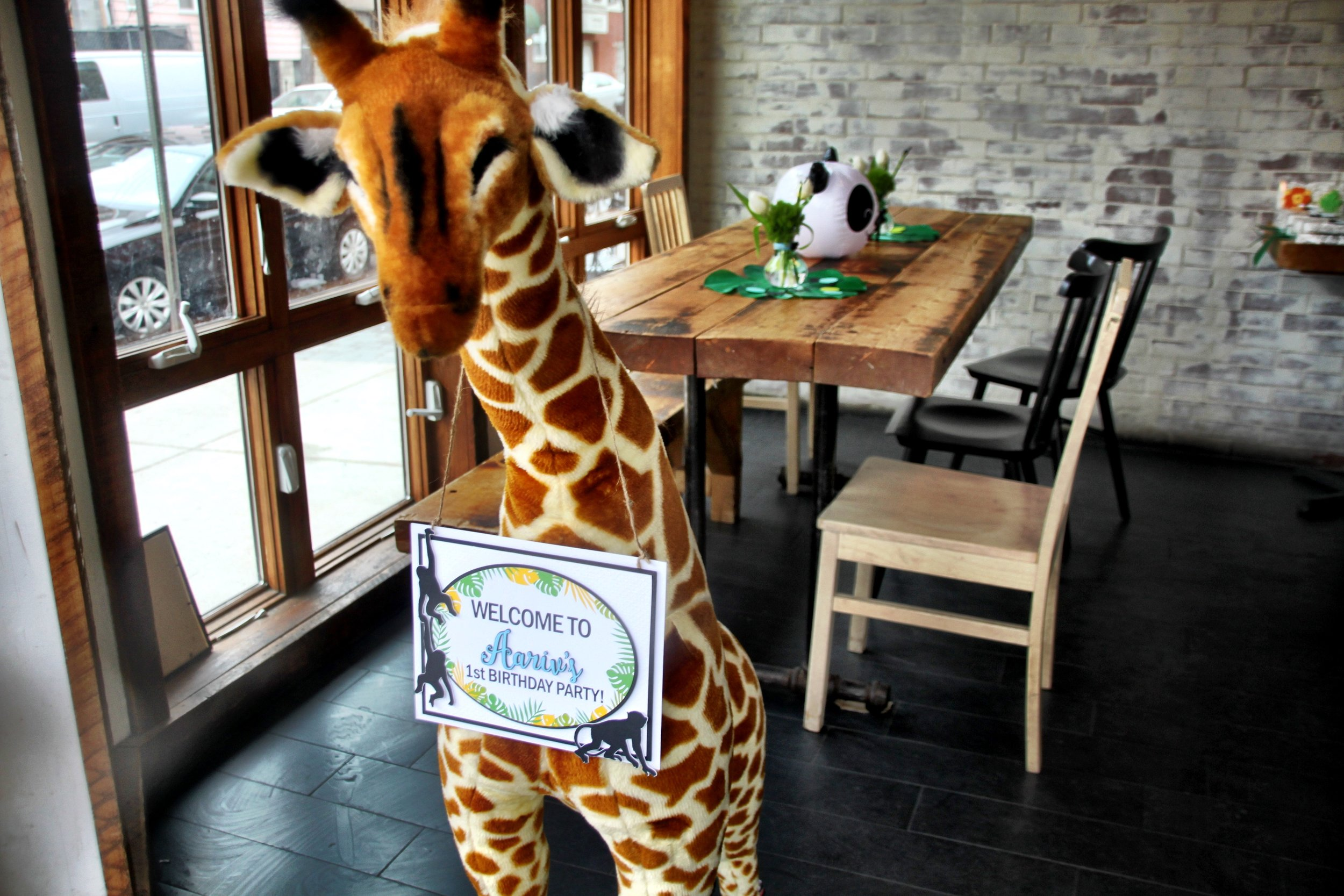The welcome Giraffe!