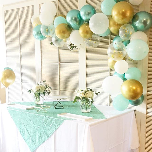 Baby shower custom party box! Love these colors that we landed on for this gender neutral baby shower. Can't wait to find out from our clients if it's a boy or a girl! . . . . . #babyshower #balloongarland #mintandgoldparty #partybox #jerseycityevents #eventstylist #eventplanner #partyinabox #bespokeevents #eventgoals