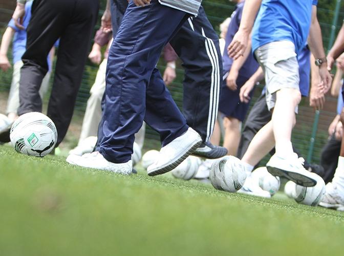 Image Walking-Football.jpg