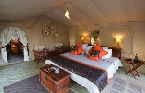 LSC-Dexluxe-tent-bedroom-468x300.jpg
