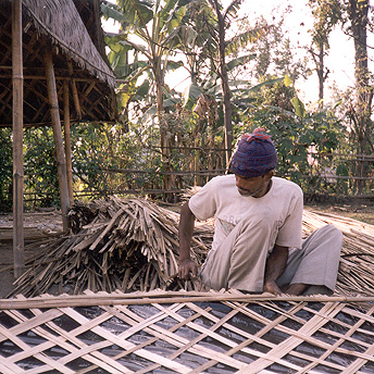 Re-building huts. Dil / PhotoVoice / LWF