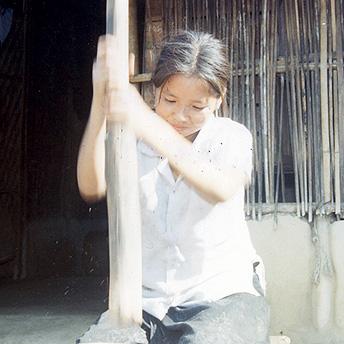 Beating rice    Buddhi Maya / PhotoVoice / LWF