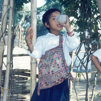 Children eating. Til Maya / PhotoVoice / LWF