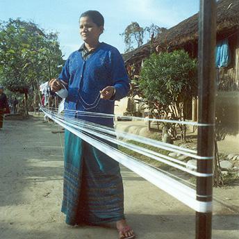 Women weaving to earn extra money.    Yethi Raj/ PhotoVoice / LWF
