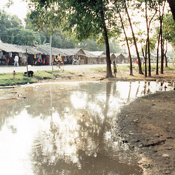 The market at the edge of the camp    Buddhi/ PhotoVoice / LWF