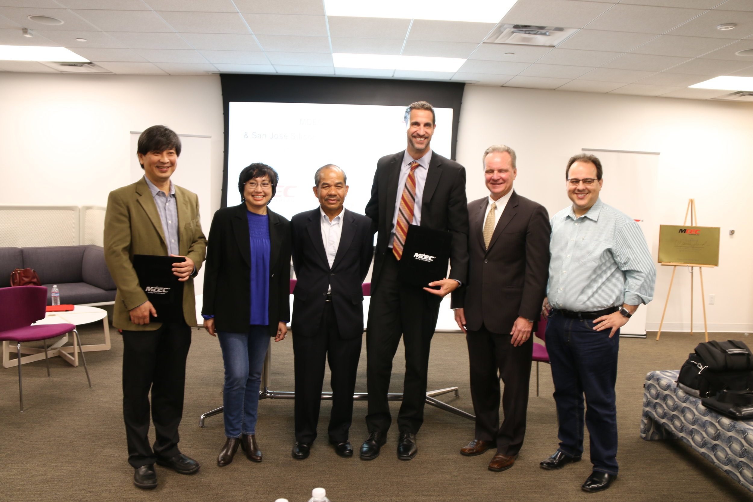 from left to right: dan e khoo, president mdec americas, Yasmin Mahmood, MDEC ceo, Tan Sidek Hassan,  MDEC CHAIRMAN , matthew mahood, president & ceo silicon valley san jose chamber of commerce, david cortese, Santa Clara County Board of Supervisors President, and cosmo fagundo, SJSV Chamber Vice Chair of Economic Advancement.