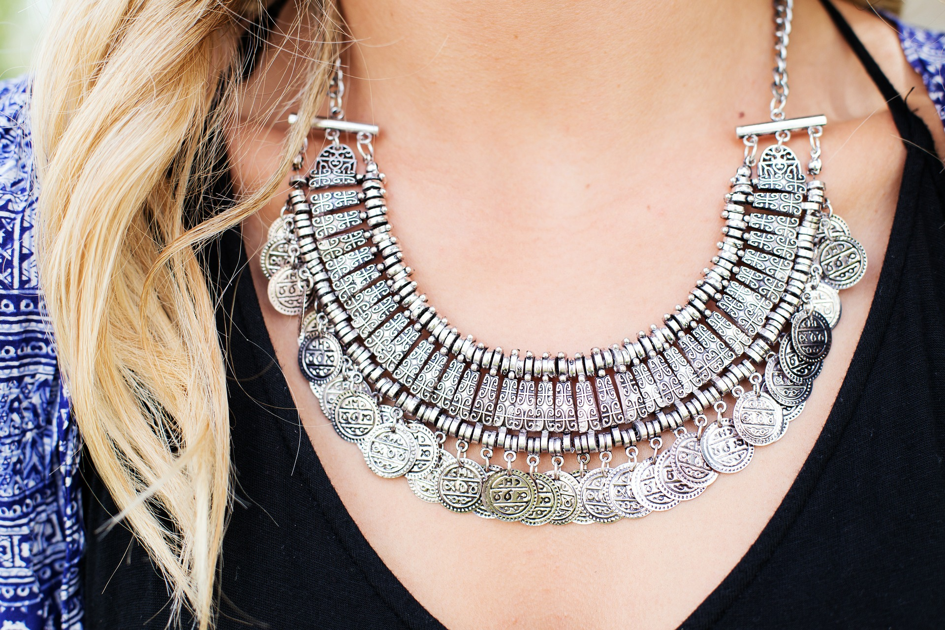 chunky silver necklace.jpg